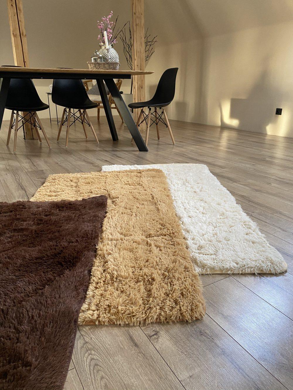 plysovy-kusovy-koberec-gazu-bezovy