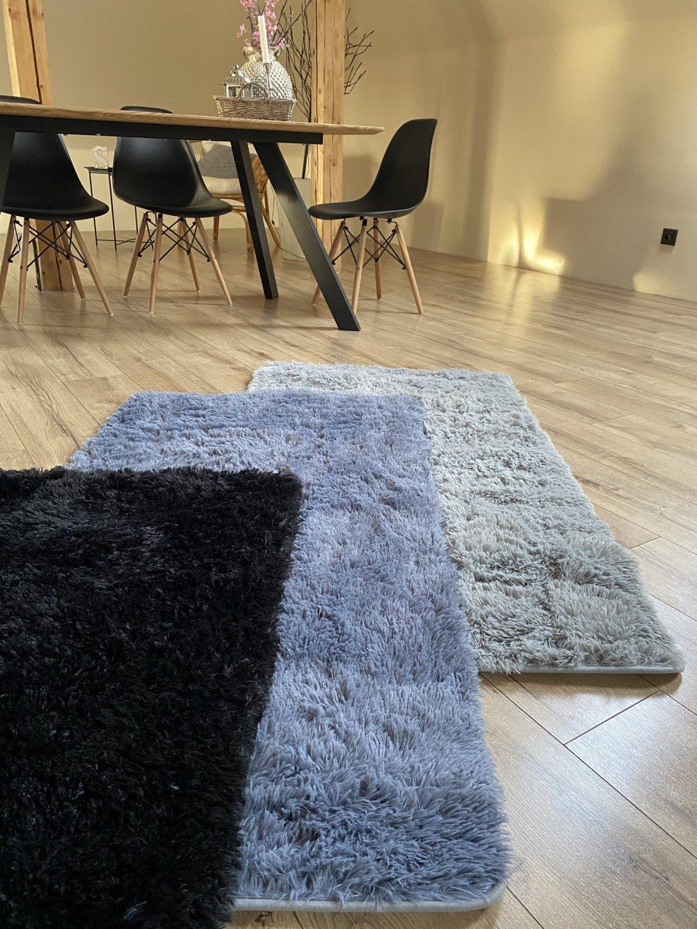 plysovy-kusovy-koberec-gazu-cerny