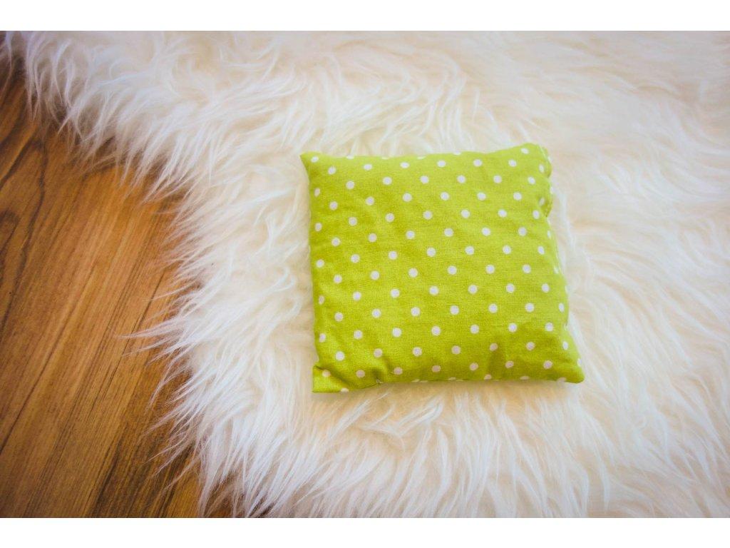 pohankový polštářek - puntíky na zelené