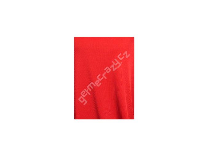 uplet cervena barva