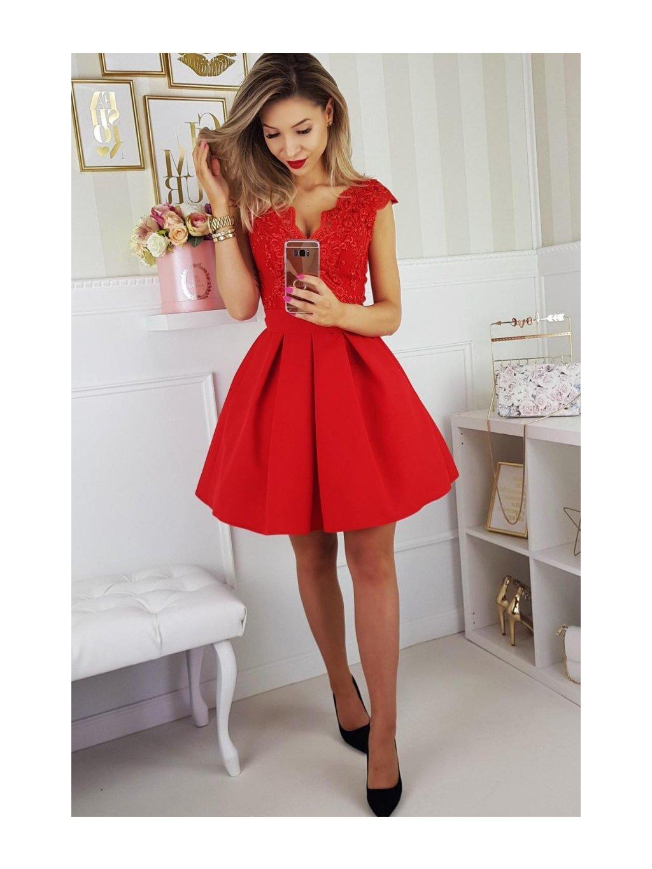 8f6bf4c46b9 Krátké společenské šaty s krajkou a pásečkem červené - Get the look ...