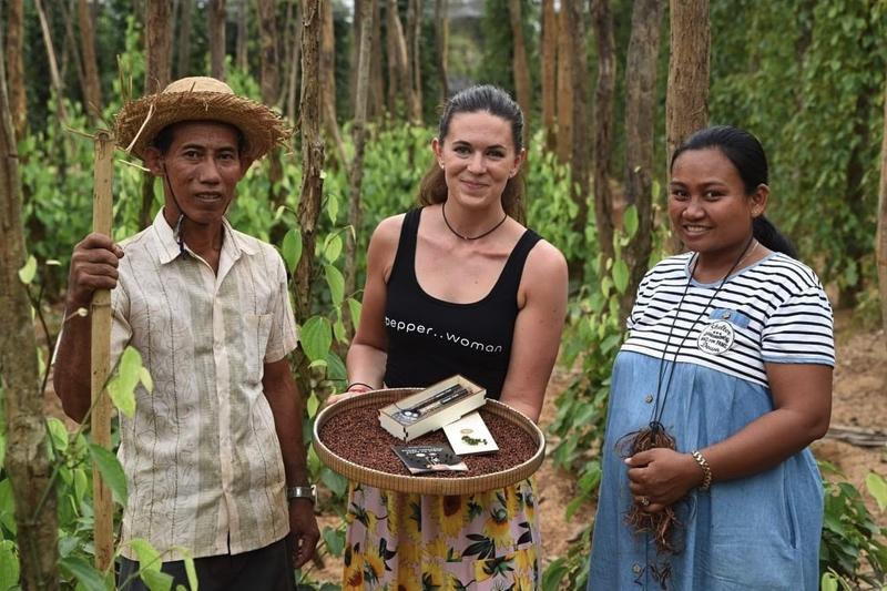 Naši partneři z Pepperfieldu odebírají pepř přímo od farmářů z Kambodži. Podílejí se tak na rozvoji jinak vcelku chudé oblasti.
