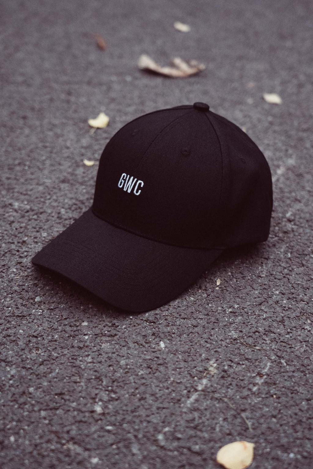 Černá Baseball Cap s ohlým kšiltem GWC