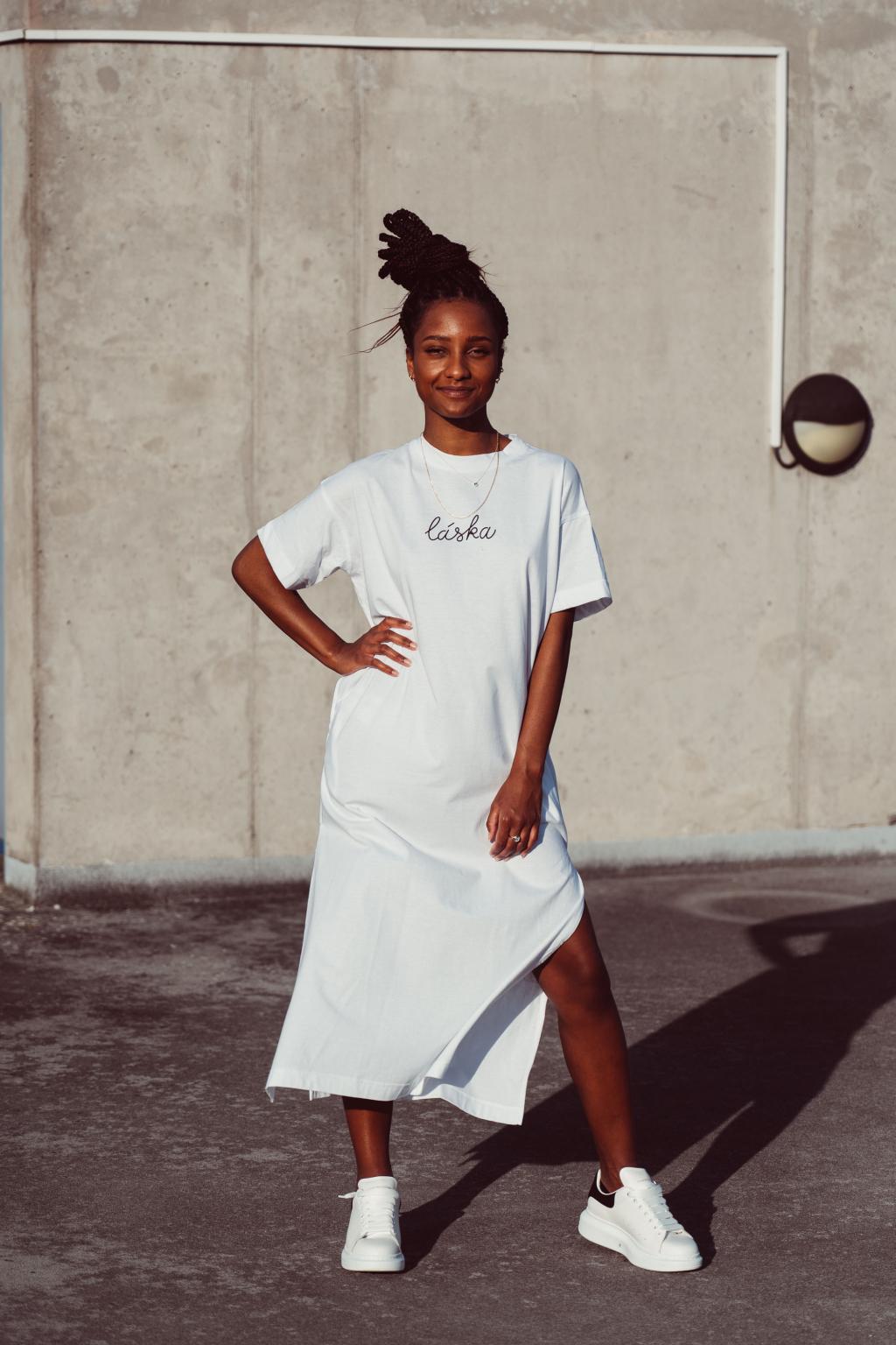 Dlouhé bílé trikošaty Láska