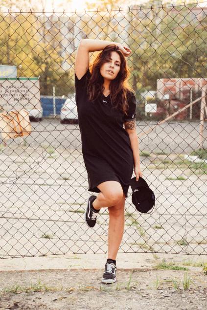 Baseball V-neck dress (černá)