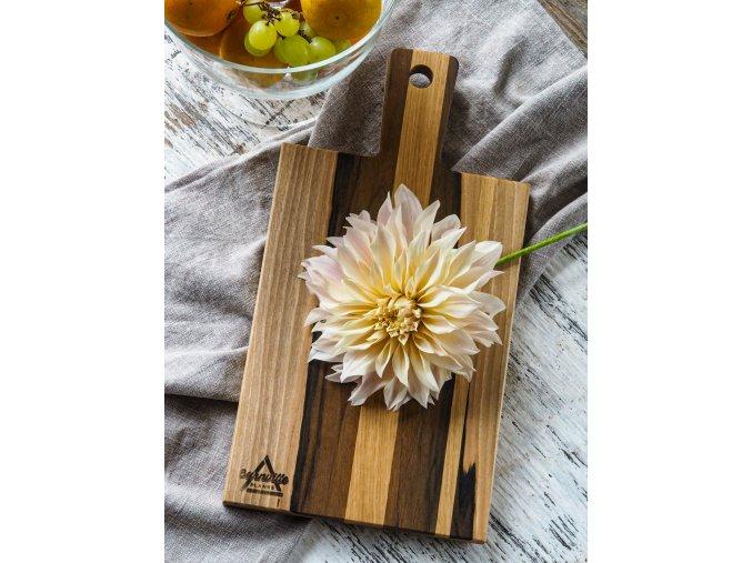 Ořechové dřevěné prkénko obdélníkového tvaru