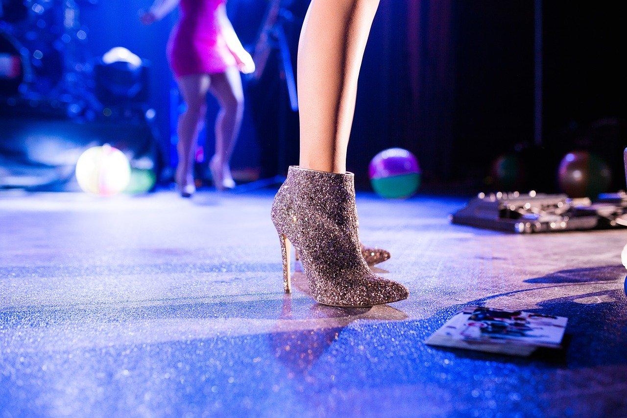Jak si vybrat pohodlnou a elegantní obuv na společenskou událost