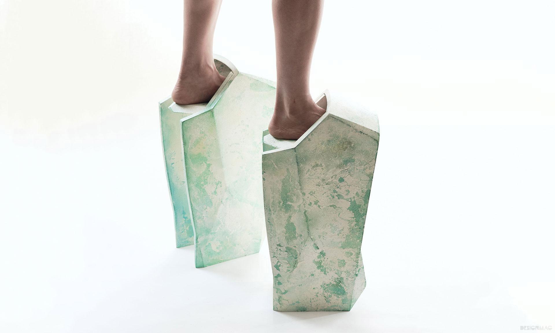 Sruli Recht navrhl extravagantní sérii bot pro posttraumatickou budoucnost