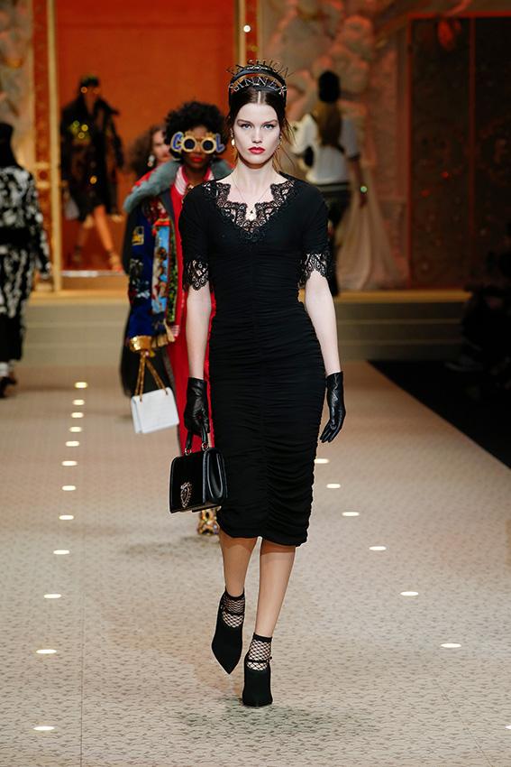 dolce-and-gabbana-fall-winter-2018-19-women-fashion-show-runway-27