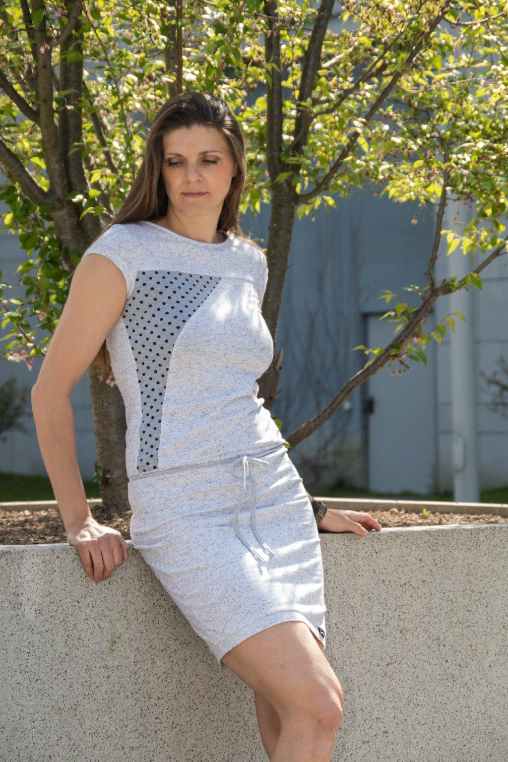 Dámské šaty Mila šedé s puntíkem krátký rukáv Goci