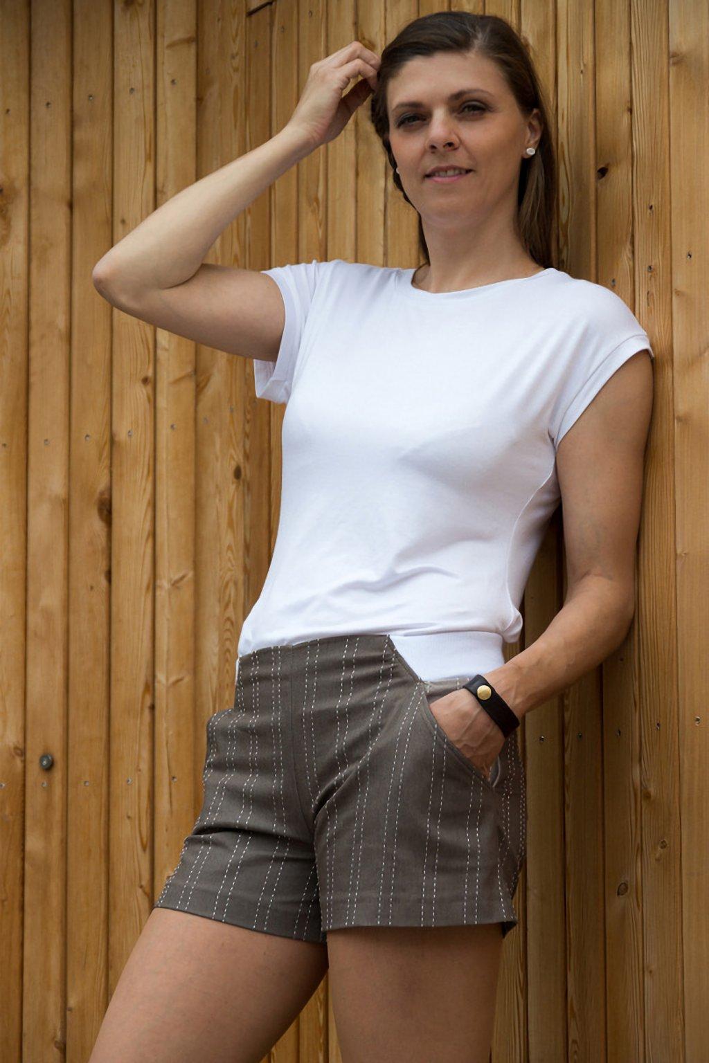 Dámské triko Marina bílé z viskózy krátký rukáv průstřih na zádech na bokách rozparky Goci