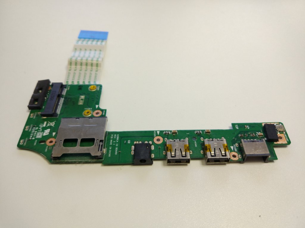 Asus X200 X200CA USB RJ45 audio jack SD konektory
