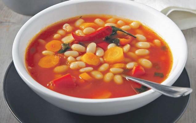 Fasolada - řecká fazolová polévka