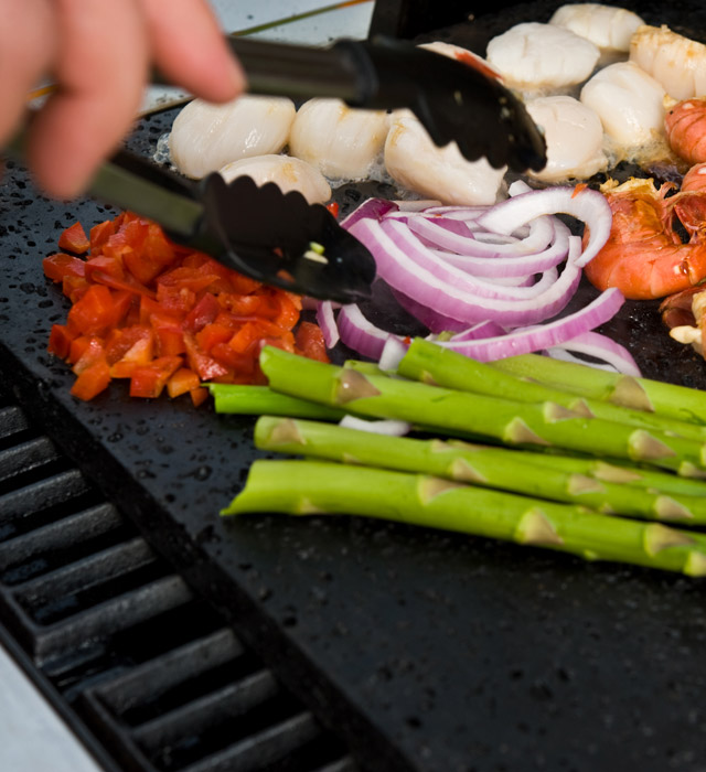 Grilovací deska je vhodná pro přípravu zeleniny