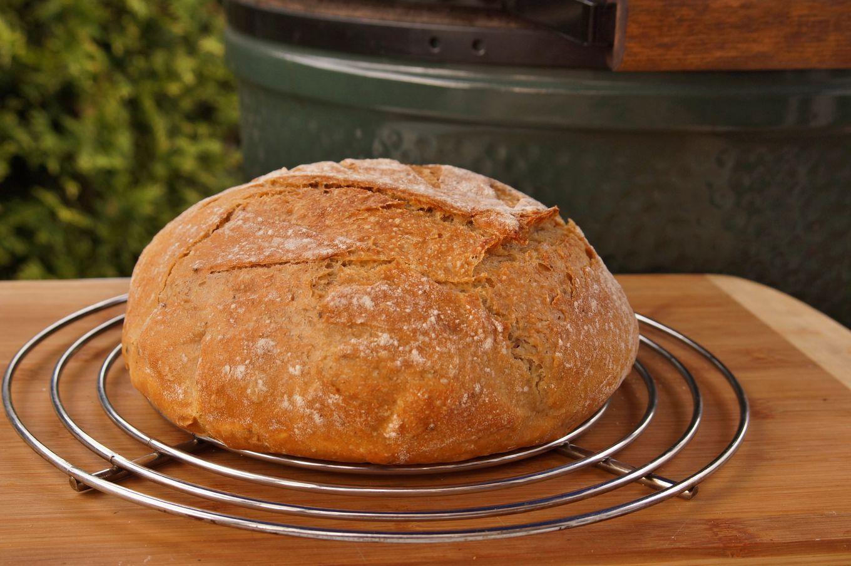 Chleba pečený v keramickém grilu