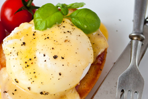 smoked-salt-topped-eggs-benedict
