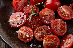 tomatoes-with-salt-pepper