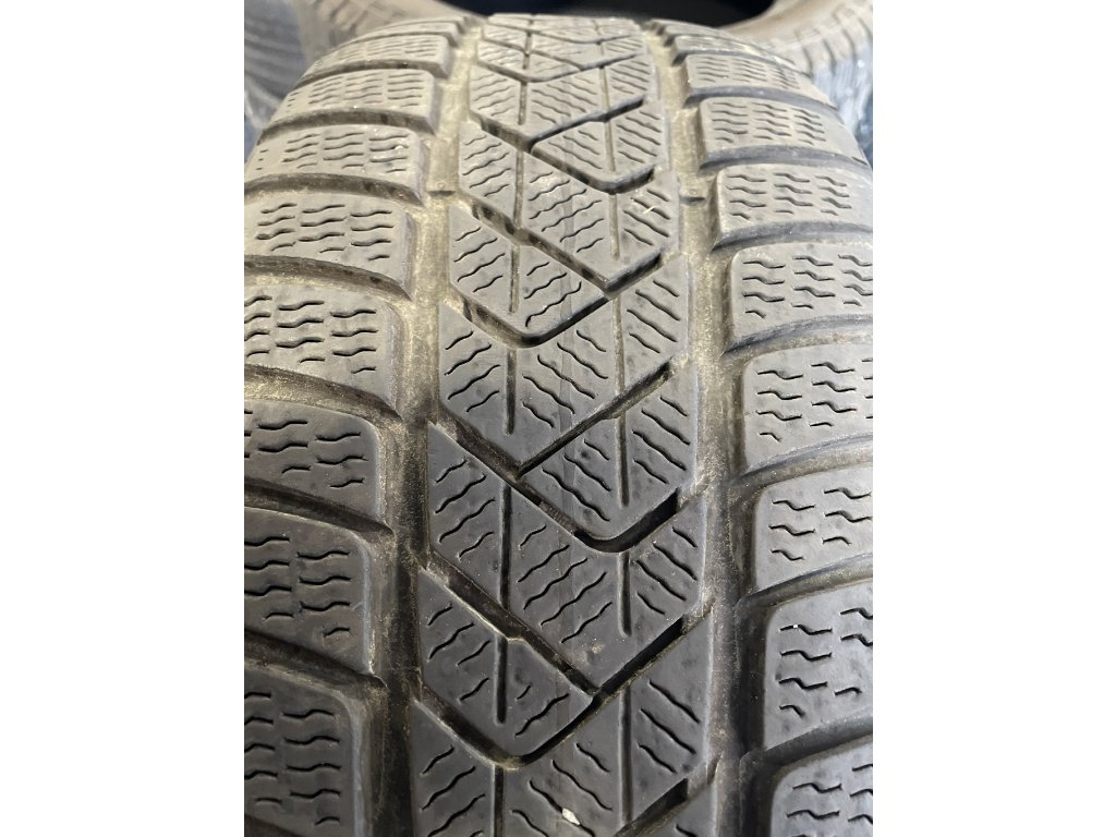 Pirelli Sottozero 3 225/55 R17 97H 4Ks zimní pneumatiky