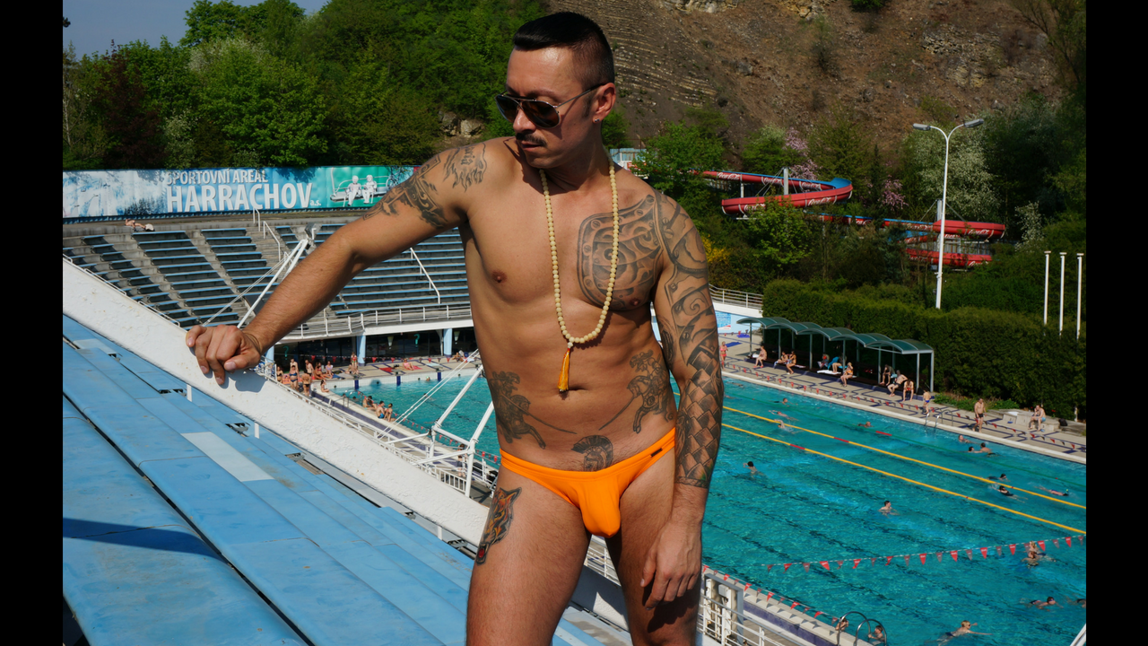 Top 3 benefits of wearing men´s swim briefs instead of swim trunks