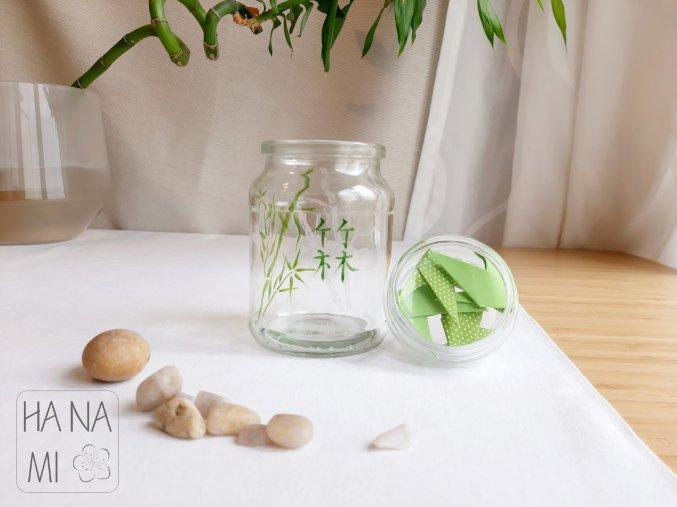 skleněná dóza s bambusem