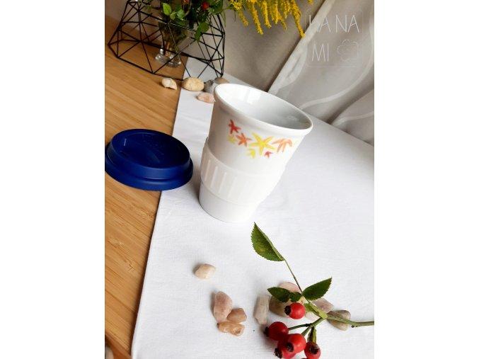 termohrnek s malovanými javorovými listy