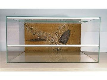 Terárium 60 x 40 x 30 cm s posuvnými dvířky, pozadí s patrem terárko na prodej s pozadím z písku a kamenů patro pro hada pro agamu pro želvu Habeo.cz