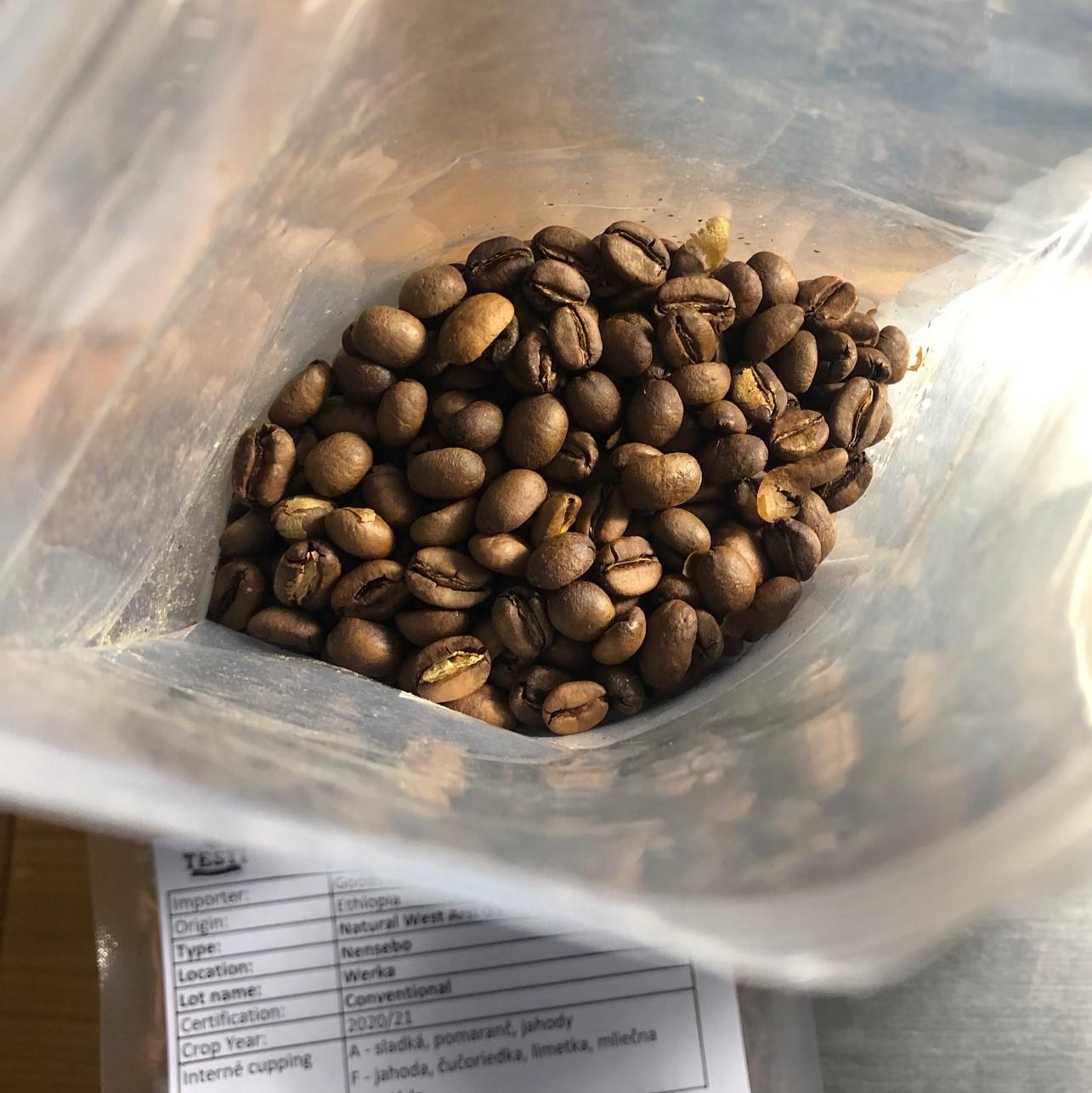 Upražená vzorka kávy