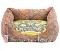 Příjemný měkoučký pelíšek pro psy z kolekce For My Dogs vhodný pro menší psy. Vyjímatelný polštář, protismykové dno.