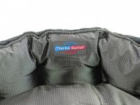 """Unikátní oboustranný pelíšek pro psy s funkcní """"Thermo switch"""" – z jedné strany hřející, vykládaný kožešinou, z druhé chladivý. Barva stříbrno-šedá. (8)"""