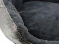 """Unikátní oboustranný pelíšek pro psy s funkcní """"Thermo switch"""" – z jedné strany hřející, vykládaný kožešinou, z druhé chladivý. Barva stříbrno-šedá. (3)"""