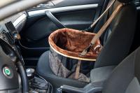Autosedačka pro psy do auta CAMON WALKY pro pohodlné cestování a ochranu autosedadel před psími chlupy, nečistotami a poškozením. (FOTO 12)