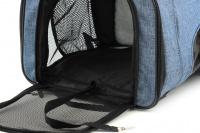 Batoh na psa s nosností 6 kg. Polstrované popruhy i zadní stěna, spodní, přední i horní část batohu na zip, vyjímatelné dno. Barva modro-černá. (11)