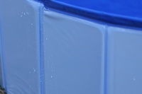 Bazén pro psy z extra odolného materiálu. Rozložení během několika vteřin, neklouzavé dno, odvodňovací ventil. Rozměry 60 × 20 cm. (8)