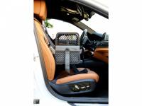 Certifikovaný BOX 4pets Penthouse Montreal pro přepravu malých psů v autě s unikátním dokovacím systémem a vyjímatelnou schránkou. Certifikace TÜV + crash testy, splňuje standardy IATA. (10)