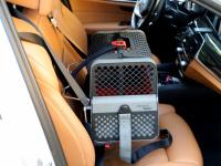 Certifikovaný BOX 4pets Penthouse Montreal pro přepravu malých psů v autě s unikátním dokovacím systémem a vyjímatelnou schránkou. Certifikace TÜV + crash testy, splňuje standardy IATA. (2)