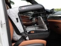 Certifikovaný BOX 4pets Caree pro přepravu malých a středních psů v autě je to nejlepší, co na našem trhu najdete. Certifikace TÜV + crash testy, příprava pro ISOFIX. (8)