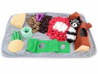 Čmuchací kobereček je skvělá interaktivní hra pro psy každého věku či velikosti. Nejlepší pamlsek je přeci ten, který si sami najdou! Kobereček kombinuje materiály a tvary úkrytů pro maximální zapojení psích smyslů. (2)