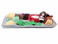Čmuchací kobereček je skvělá interaktivní hra pro psy každého věku či velikosti. Nejlepší pamlsek je přeci ten, který si sami najdou! Kobereček kombinuje materiály a tvary úkrytů pro maximální zapojení psích smyslů. (3)