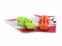 Hračka pro psy do vody od CAMON z pěnové TPR gumy. Strukturovaný povrch vhodný pro aportování, rozměry 14 × 5 × 4 cm, barvy zelená a oranžová. (6)