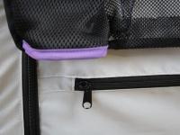 Kočárek pro psy s 38cm kolečky a nosností až 30 kg. Rozměry kabiny 72 × 45 × 60 cm, možnost připevnění upravovacího stolku. Barva fialovo-šedá. 16
