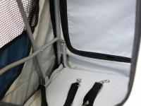 Kočárek pro psy s 38cm kolečky a nosností až 30 kg. Rozměry kabiny 72 × 45 × 60 cm, možnost připevnění upravovacího stolku. Barva modro-šedá. 11