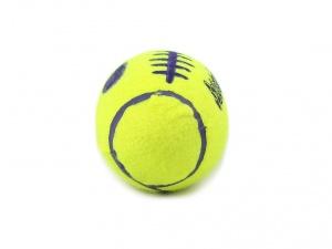 Pískací hračka pro psy KONG Air Dog ve tvaru rugbyového míče (pohled 3)