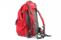 Luxusní a špičkově zpracovaný batoh na psa s nosností až 11 kg. Pevné skořepinové dno, odvětrávaný zádový panel, hrudní a bederní pásy pro ideální rozložení váhy. Barva šedo-červená. (4)