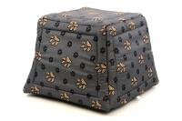 Multifunkční pelíšek pro psy sloužící jako uzavřená bouda nebo pelíšek s okrajem. Barva šedá. (8)