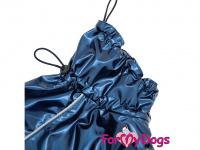 Obleček pro psy i fenky malých až středních plemen – stylová pláštěnka BLUE od ForMyDogs. Zapínání na sponu, hladká podšívka. Barva modrá. (7)