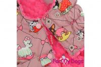Obleček pro fenky od FMD – teplý zimní kabát ANIMATED z voduodpuzujícího materiálu. Kabát je zateplený sinteponem a umělou vzorovanou kožešinkou, barva růžová. (6)