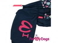 Obleček pro fenky malých až středních plemen – komfortní a funkční pláštěnka FLOWERS BLUE od For My Dogs. Zapínání na zip na zádech, hedvábná podšívka, reflexní prvky. (3)