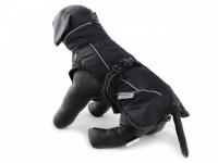 Obleček pro psy i fenky – zimní bunda BRIZON BLACK z voduodpuzujícího a větruodolného materiálu. Bunda má prodyšnou membránu a plyšovou podšívku. Snadné zapínání na sponu, barva černá. (2)