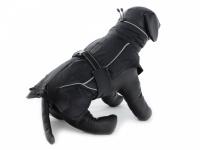 Obleček pro psy i fenky – zimní bunda BRIZON BLACK z voduodpuzujícího a větruodolného materiálu. Bunda má prodyšnou membránu a plyšovou podšívku. Snadné zapínání na sponu, barva černá. (4)