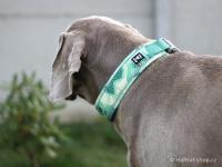 Ergonomický obojek pro psy HURTTA z prodyšného polyesteru se zvýšenou odolností vůči povětrnostním vlivům. Barva zelená, vzor Park Camo. (FOTO 4)